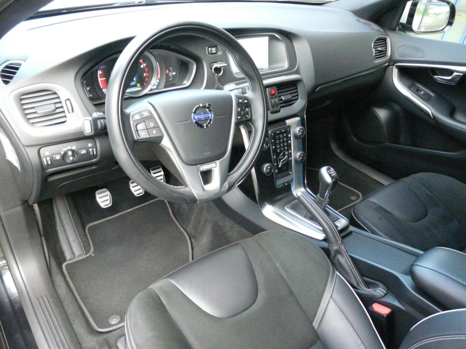 Volvo-V40-24