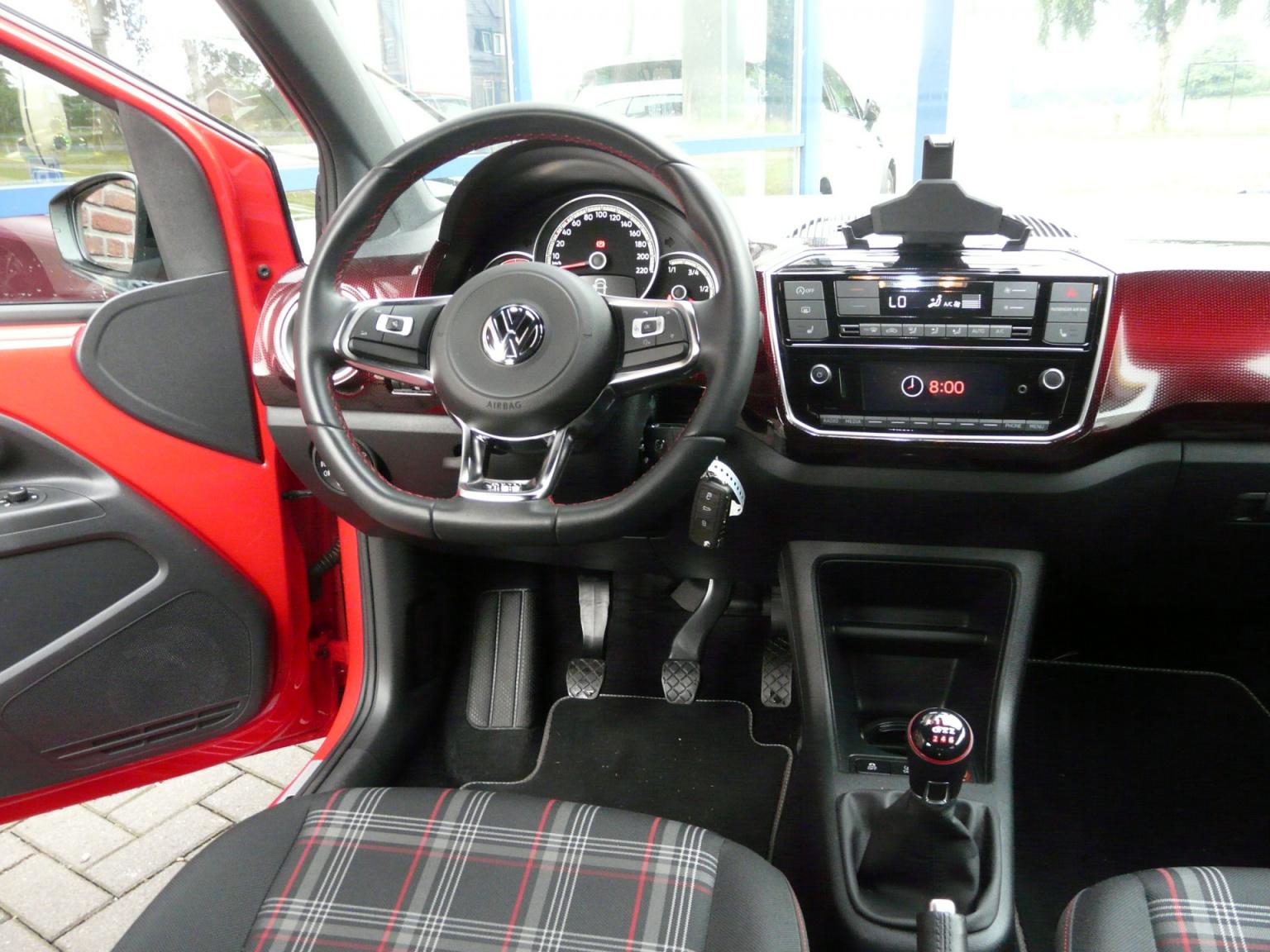 Volkswagen-up!-39