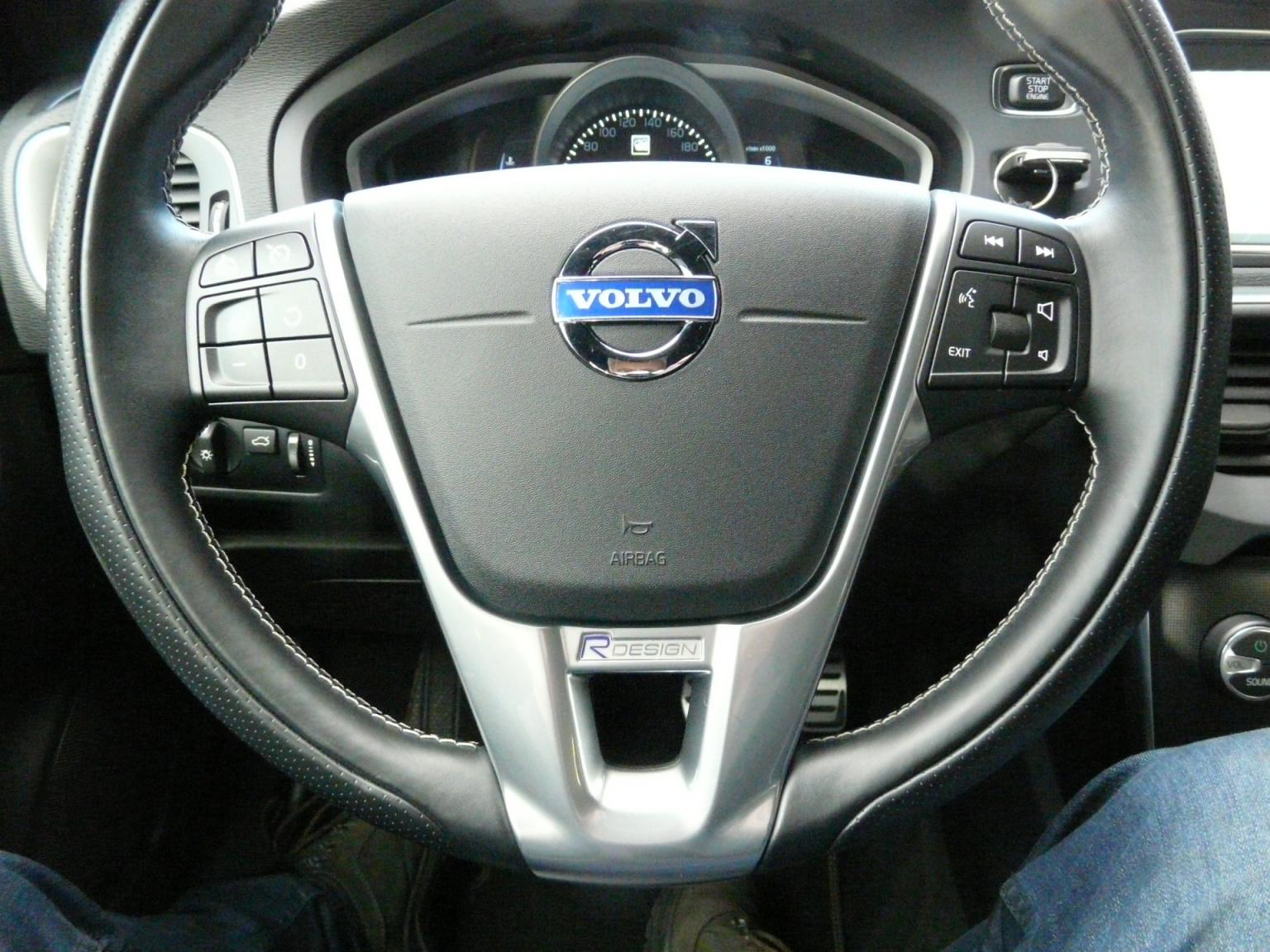 Volvo-V40-19