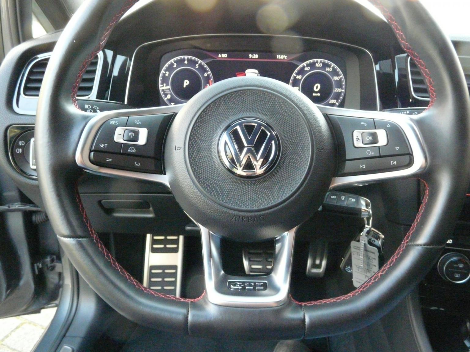 Volkswagen-Golf-29