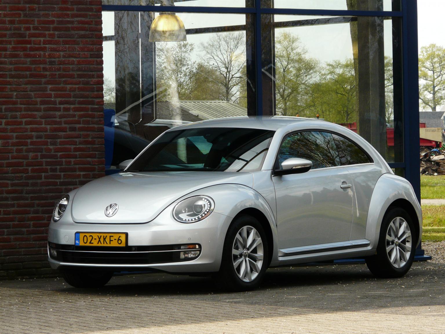 Volkswagen-Beetle-0