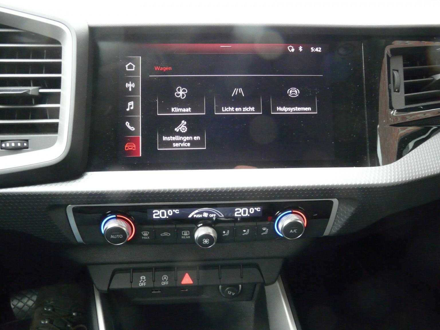 Audi-A1-35